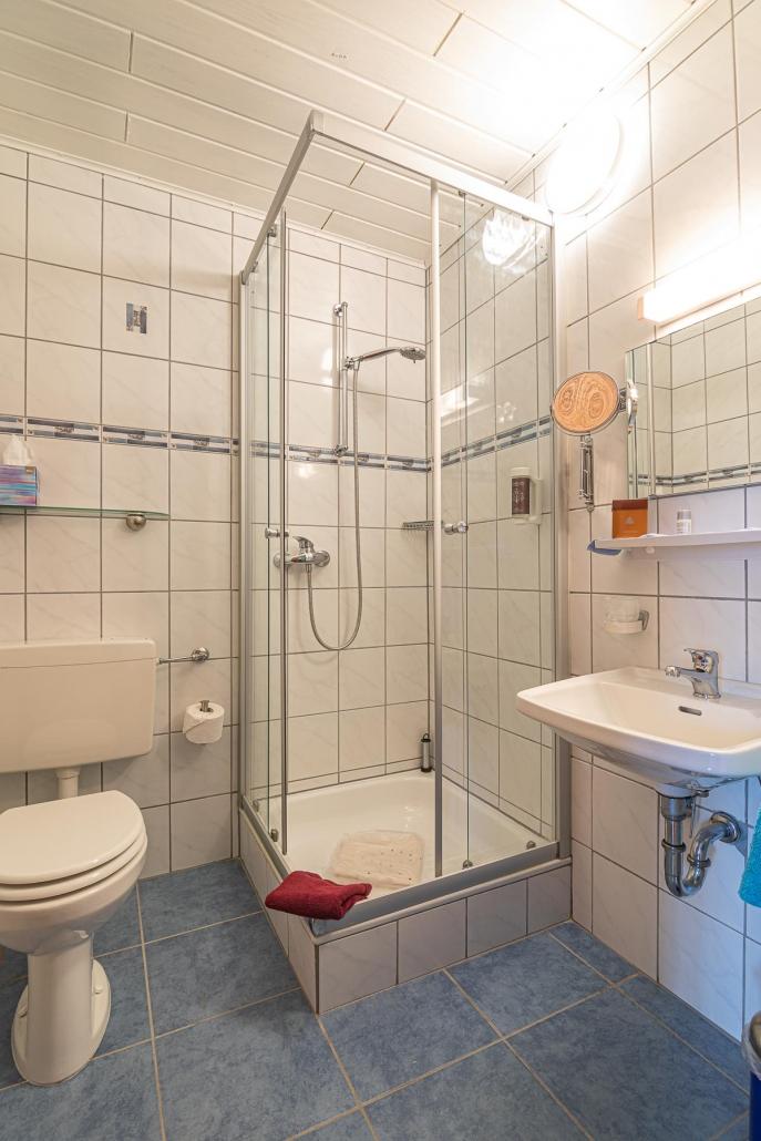 """Bad Doppelzimmer - Urlaub im Hunsrück in der Pension """"Landhaus HEIMISCH"""""""